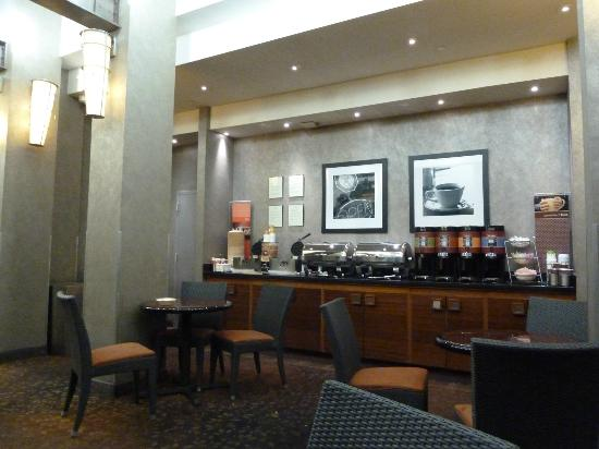 Hampton Inn Manhattan-SoHo: Part of the breakfast room (this is where the waffle station is which we loved!)