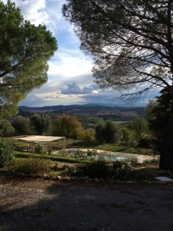 Montarlese: swimming pool & view