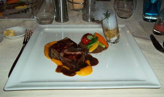 Villa Beach Restaurant: My steak dish.. So scrummy