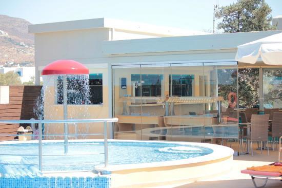 برنسيس أوف ناكسوس: pool 