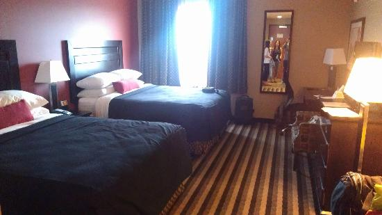 Best Western Blairmore: Double queen room - well appointed and spacious.