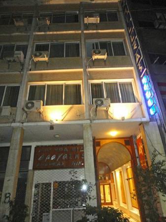 Achilleas Hotel: façade de nuit