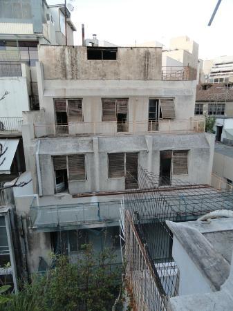 Achilleas Hotel: vue coté rue