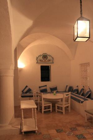 Residence Dar Sidi : Le préau en soirée