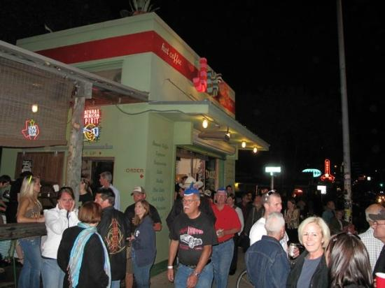 South Congress Avenue: Jo's Can Get Busy