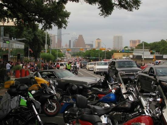 South Congress Avenue : Looking North to Austin Downtown