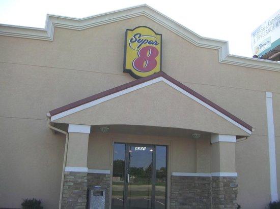 Super 8 Lafayette: Motel Lobby Entrance