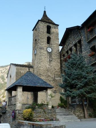 Hotel Santa Barbara de la Vall d'Ordino: Plaza Mayor