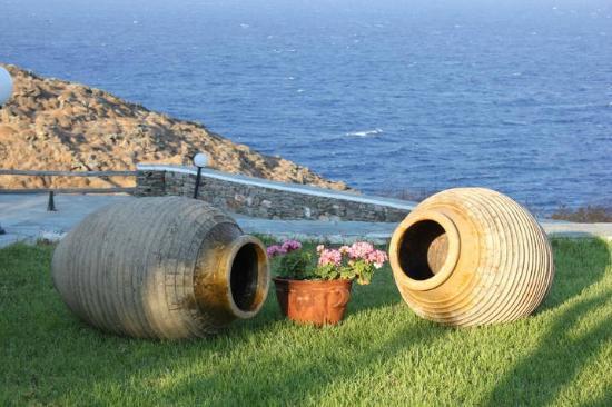 Cape Napos: exterior