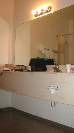 Days Inn Fort Worth-Stockyards: Das Badezimmer sehr eng