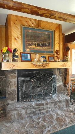 ‪‪Hannagan Meadow Lodge‬: Dining Fireplace