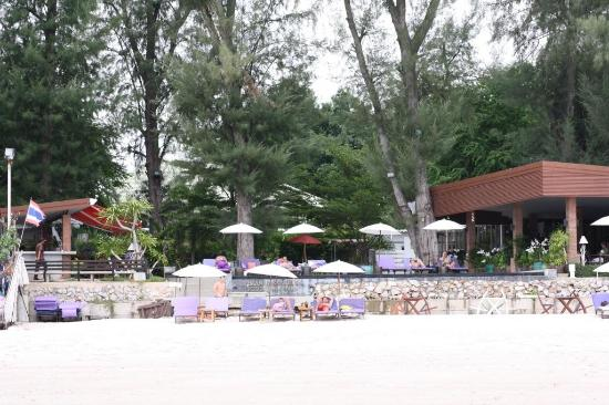 Laksasubha Hua Hin : Blick vom Strand Richtung Pool