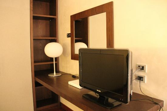 Enterprise Hotel : bedroom tv