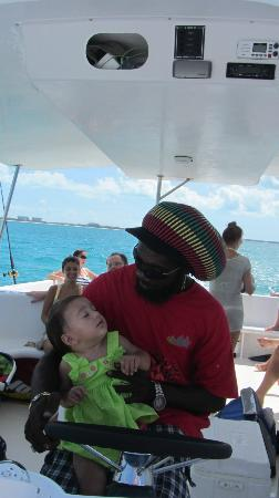 Island Vibes Tours: Captain Shaun at work!