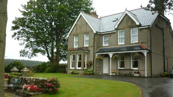 Gwrach Ynys: Guest House