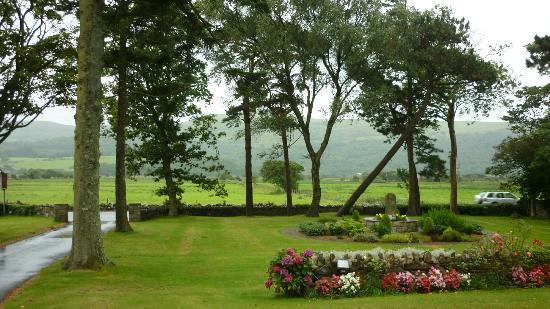 Gwrach Ynys: Entrance/Front Garden