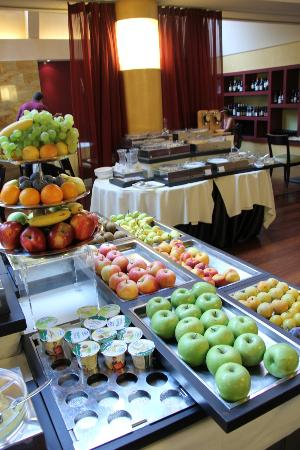 Enterprise Hotel: fruits for breaky