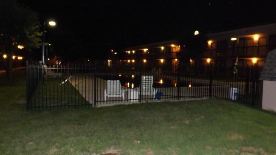 Quality Inn Gainesville: Die Anlage bei Nacht