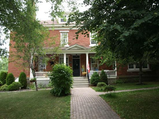 The King George Bed & Breakfast: Side of B&B