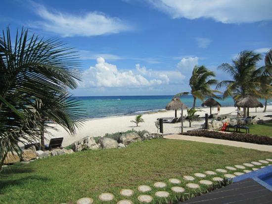 لو ريف هوتل آند سبا: Path to beach 