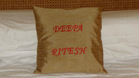 Taj Exotica Goa: lovely cushion tailor made for us..