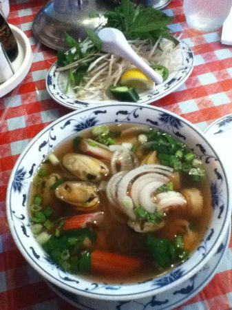 Binh Minh Restaurant: Seafood Pho