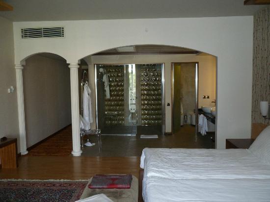 The Kumul: la salle de bain et WC à doite
