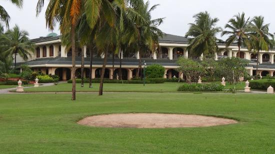 Taj Exotica Goa: lobby-exterior