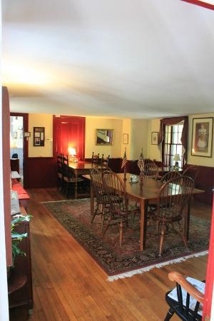 Candleberry Inn on Cape Cod: Breakfast room