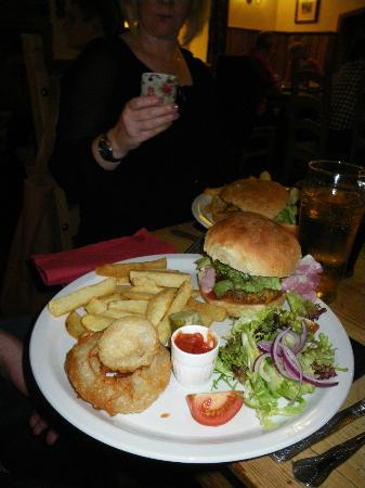 Marton Arms Hotel: burger chips and salad