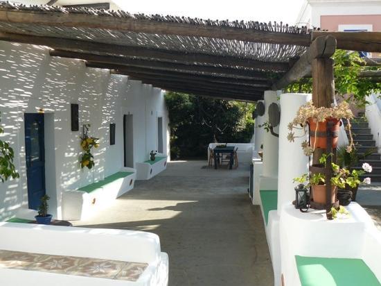 Casa del Sole: Les chambres et la cuisine s'organisent autour du patio.