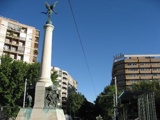Hotel Condestable Iranzo: Vista del hotel desde la Plaza de Las Batallas