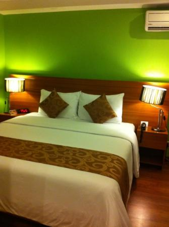 Guijo Suites Makati: nice room with comfy bed