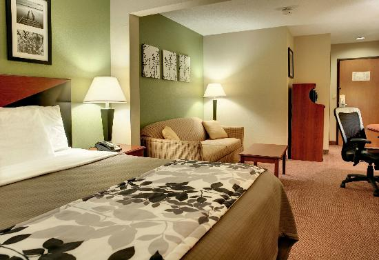 Sleep Inn & Suites: King Suite 2