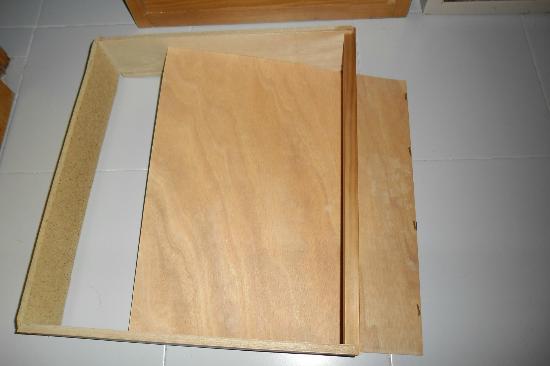 Protur Atalaya Apartments: broken rusty drawer
