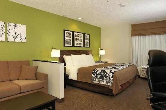 Sleep Inn & Suites: King Suite 3