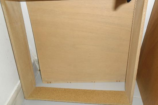 Protur Atalaya Apartamentos: broken drawer