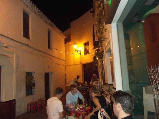 Bar Esquina Paulina: outside seating