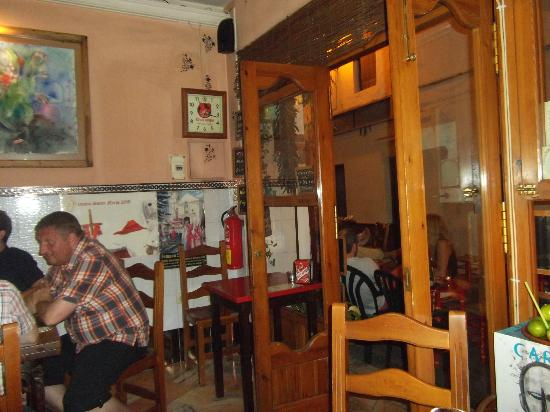 Bar Esquina Paulina: inside seating