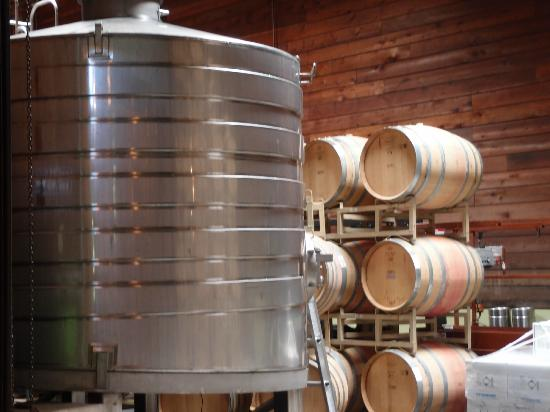 Lambert Bridge Winery: Wine barrels