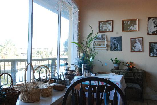 Patty's Wicker Cafe: Inside the cafe