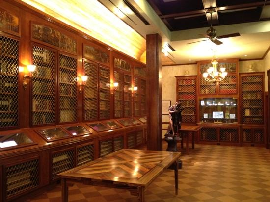 R. W. Norton Art Gallery: The Library
