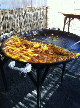 Chiringuito de Ayo: Huge paella pan!!