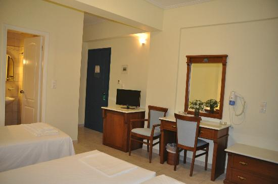Hotel Florena Episkopos: Room