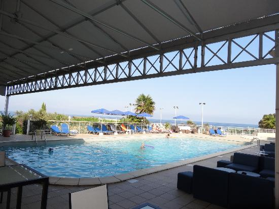 Restaurant piscine photo de hotel orizonte cervione for Restaurant piscine
