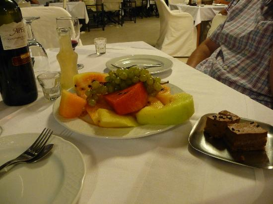 Mike Hotel & Apartments: complimentary dessert and raki