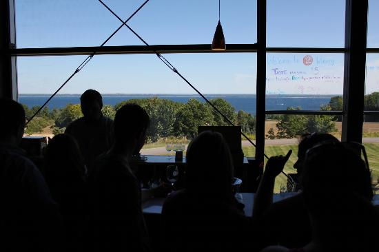 2 Lads Winery: Tasting area with a view