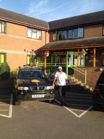 Happy Guests Lodge : my mate Shaz with car at hotel