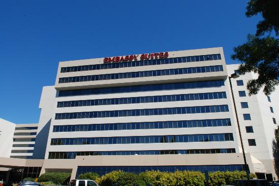 Embassy Suites by Hilton Portland Washington Square : The hotel