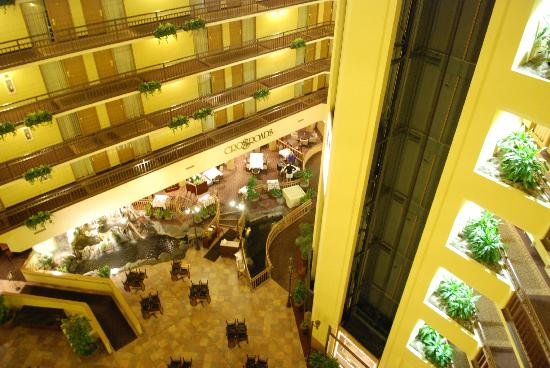 Embassy Suites by Hilton Portland Washington Square: View over the atrium